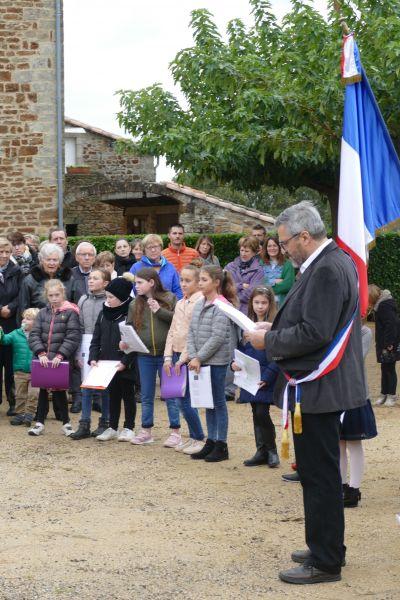 Monsieur le Maire lit le discours officiel